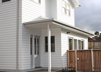 WEATHERBOARD_DOUBLE_STORY_DOUBLE_HUNG_WINDOWS